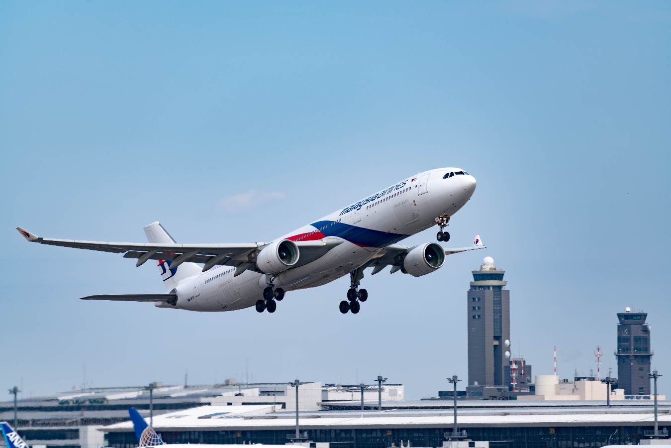 malaysia-airlines-plane-sky-1-1
